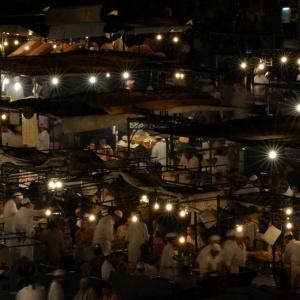 Djama El Fna, Marakeš – Dan v življenju nekega trga